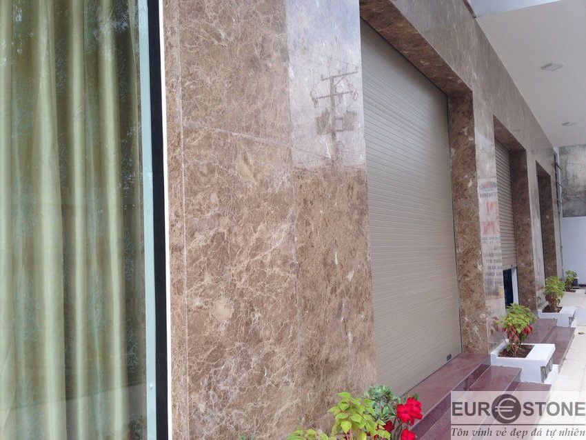 mặt tiền nhà ốp đá hoa cương brown estella