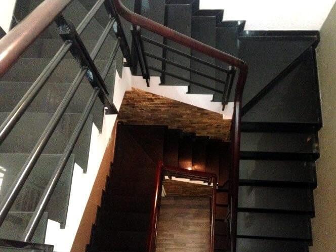 Đá Granite Đen Phú Yên ốp cầu thang