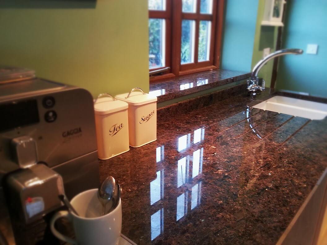 Đá Granite Tự Nhiên Brown Pearl ốp bếp