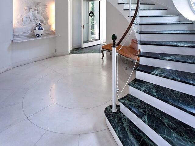 Đá Marble tự nhiên India Green (Xanh Napoli) ốp cầu thang