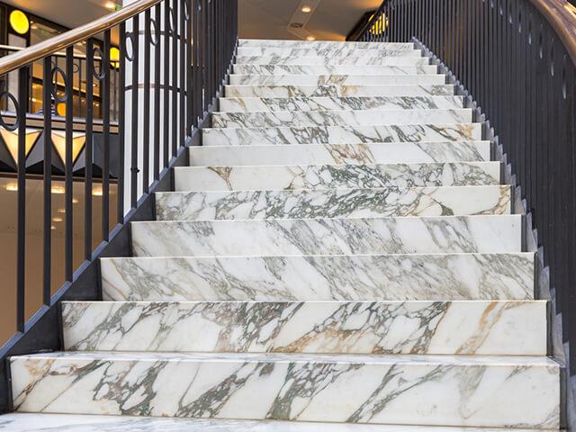 Đá Marble Arabescato ốp cầu thang
