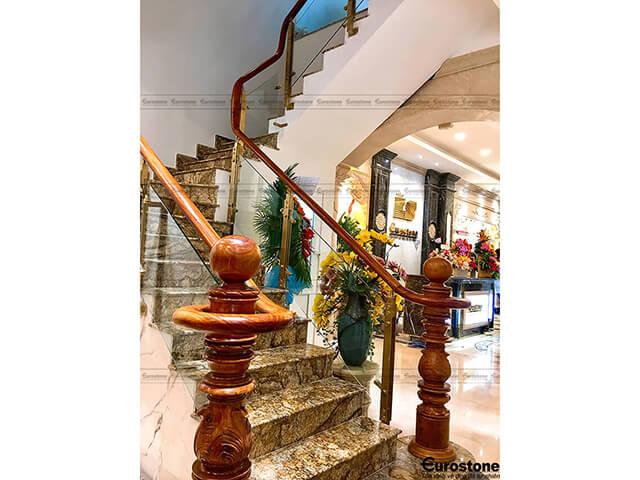 Đá Granite Golden Forest Brazil ốp cầu thang
