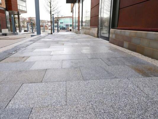 Đá Granite Trắng Suối Lau lát nền