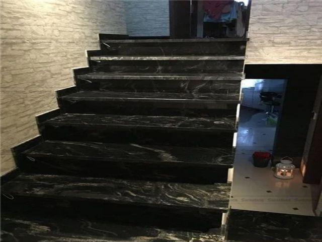 Đá Granite Black Forest ốp cầu thang