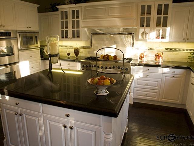 Đá Granite Absalute Black ốp bếp