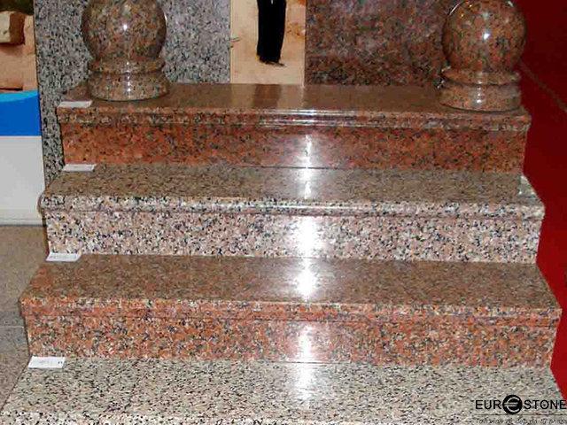 Đá Granite Đỏ Ruby Ấn Độ ốp cầu thang