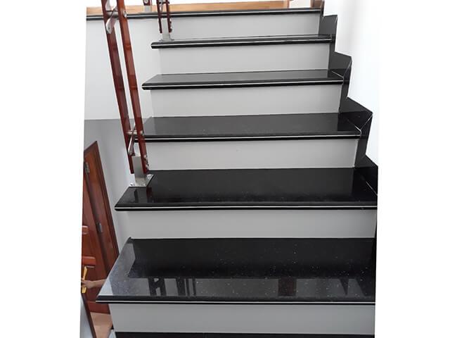 Đá Trắng Sứ Nhân Tạo (Diamond White) ốp cầu thang