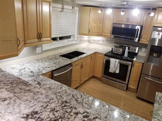 Đá hoa cương White Glimmer ốp bếp