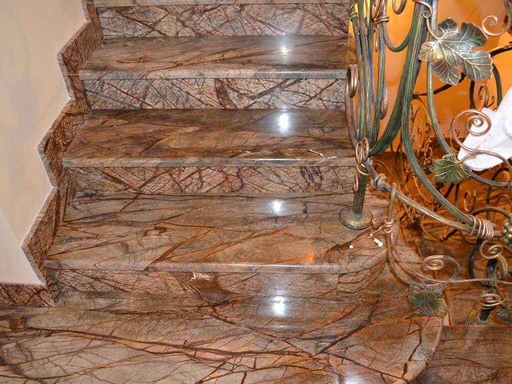 Đá Marble Rainforest Golden Ấn Độ ốp cầu thang