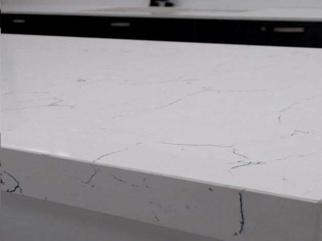 Đá quartz Bianco Venato ốp bếp